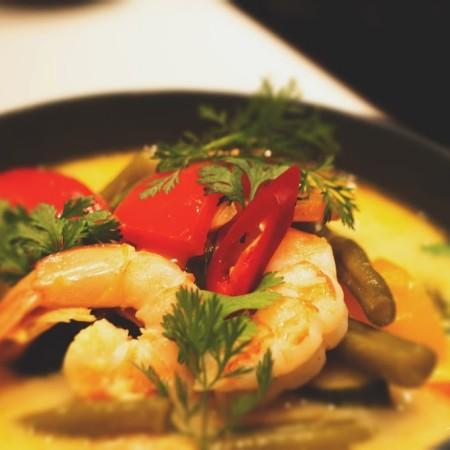 Tajskie żółte curry z krewetkami i kurczakiem