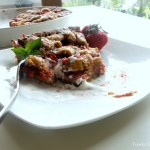 Tarta orzechowa z truskawkami