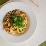 Makaron ryżowy z kabaczkiem i migdałami