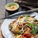 Stir-fry z rostbefem i szparagami
