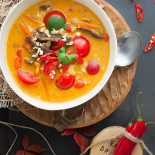 Czerwone curry z wołowiną. Z cyklu 3 kolory curry.