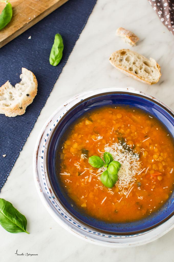 Zupa-pomidorowa-z-soczewica