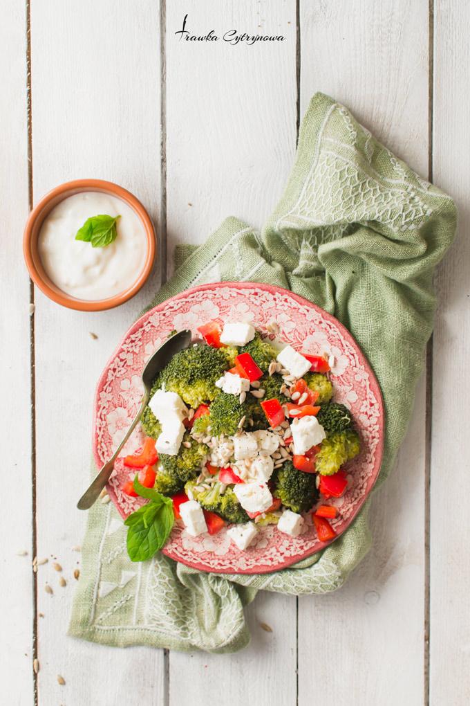 Sałatka-z-brokułem-i-papryką