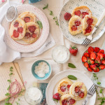Placki jogurtowe z truskawkami