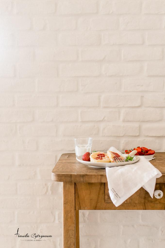 Placki jogurtowe z truskawkami-4