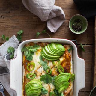 Enchilada z wołowiną i sosem dyniowym zapiekana z serem