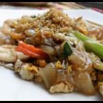 Smażony Makaron Ryżowy w sosie sojowym z wieprzowiną (Pad Si Ew)