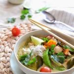 Tajskie zielone curry z kurczakiem i groszkiem cukrowym
