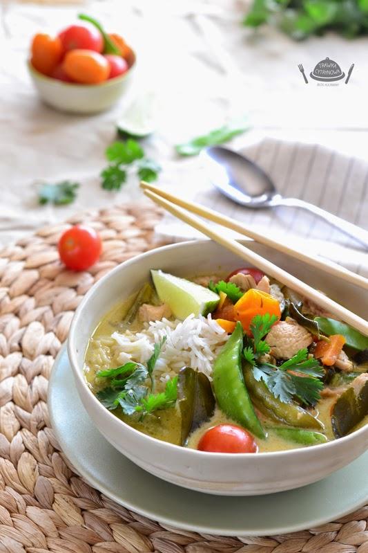 Tajskie Zielone Curry Z Kurczakiem I Groszkiem Cukrowym Trawka
