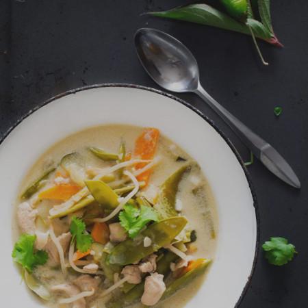 Zielone curry z kurczakiem i cukinią. Z cyklu 3 kolory curry