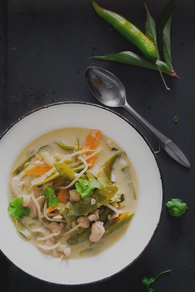 Zielone Curry Z Kurczakiem I Cukinia Z Cyklu 3 Kolory Curry