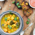 Ananasowe curry z warzywnymi plackami bhaji