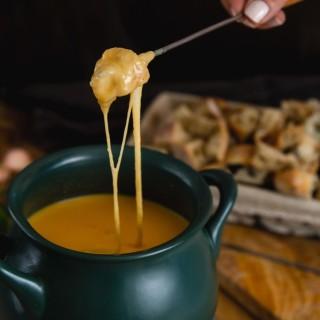Fondue serowe vs fondue czekoladowe
