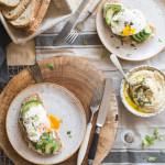Kanapki z hummusem, awokado i jajkiem. #sniadaniemistrzow