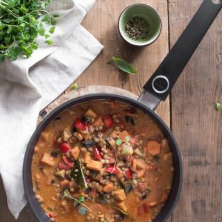 Curry warzywne z batatem, bakłażanem i marchewką